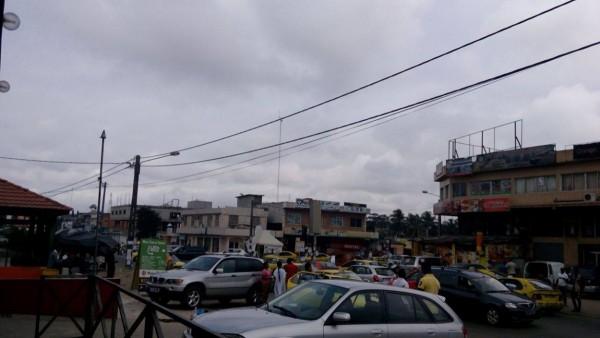 A Abidjan, aux heures de pointe, le client perd sa couronne